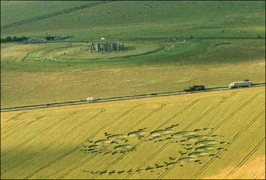 1996 Stonehenge crop circle design daylight